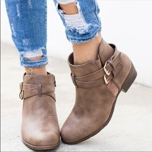 Shoes - LAST TWO! ⭐️NWT Brown Ankle Booties ⭐️
